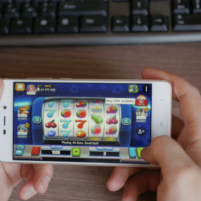 Why More and More People are Playing Mobiles Slots