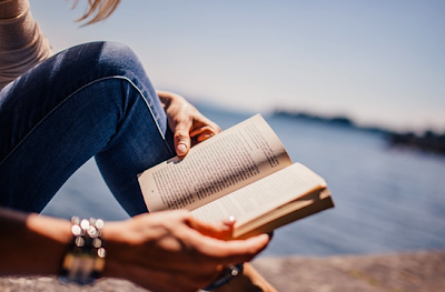 4 Reasons Why You Should Make Reading A Daily Habit
